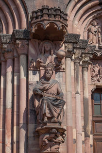 Statue on the Straßburger Münster by safaribears