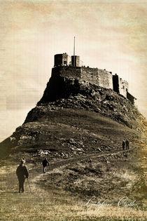 Vintage Lindisfarne Castle. von Colin Metcalf