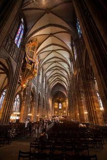 Nave of Straßburg Cathedral von safaribears