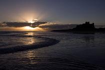 Bamburgh Castle Sunrise von David Pringle