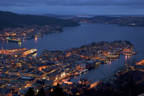 Bergen by night by Bartosz Jung