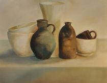 Stillleben mit zwei Schalen, zwei Karaffen und einer Espressotasse von Rosel Marci