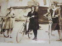 nostalgie,die rechte ist meine oma by elfriede zitas