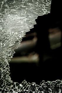 Broken glass von Lars Hallstrom