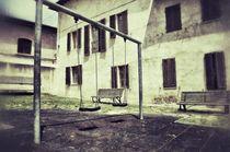 Verlassener Spielplatz by retina-photo