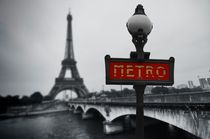 Eifelturm Metro Black White by retina-photo