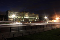 Buckingham Palace at night by Dan Davidson