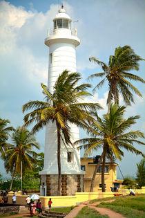 Leuchtturm auf einer Tropeninsel by Gina Koch
