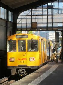 the subway comes 3 - die U-Bahn kommt 3 by Ralf Rosendahl