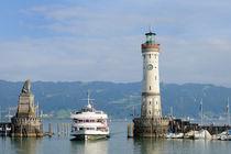 Lindau Hafen mit Leuchtturm und Schiff - Bodensee Deutschland von Matthias Hauser