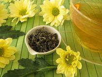 Grüner Tee mit Chrysanthemenblüten von Heike Rau