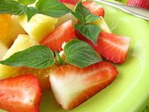 Obstteller mit Honigmelonen-Salbei dekoriert von Heike Rau