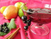 Cocktail mit Apfel, Johannisbeere und Limette by Heike Rau