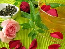 Grüner Tee mit Rosenblüten und Zitronenverbene von Heike Rau