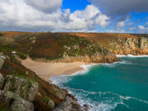 Porthcurno beach and cliffs, Cornwall.  von Louise Heusinkveld