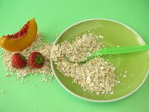 Frühstück für Kleinkinder mit Haferflocken und Obst von Heike Rau