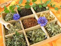 Teekiste mit losen Teesorten von Heike Rau