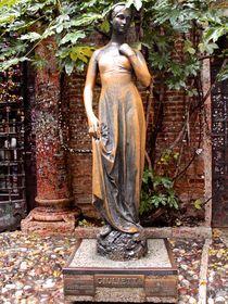 Juliet's statue by Sean Foreman