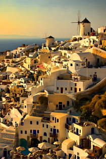 early evening in Oia von meirion matthias