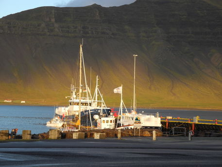 D-02336-grundarfjordur-harbor-ship-and-mountains