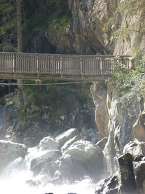Brücke am Fluss von Corinna Schumann