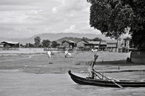 Rowing in the Irrawaddy River von RicardMN Photography