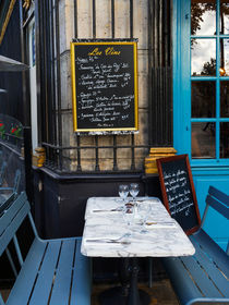 Chalkboard at an outdoor cafe in Paris von Louise Heusinkveld