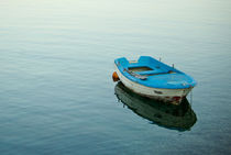 Turquoise boat by photogatar
