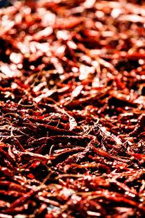 Sun-Dried Chillies. von Tom Hanslien