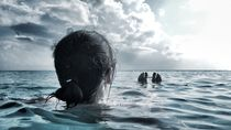 The Floating Girl von olibaba