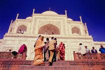 Local visitors at the Taj Mahal in India von ingojez