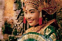 Girl dancer in Bali, Indonesia von ingojez