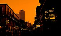 Hot Nights on Bourbon Street von Judy Hall-Folde