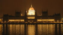 Night view. Budapest. The Parliament von Ema Veneva
