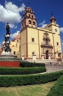Guanajuato Basilica Mexico von John Mitchell
