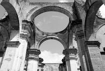 CATHEDRAL ARCHES BLACK AND WHITE Antigua Guatemala von John Mitchell