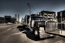 Black truck in the city  von Rob Hawkins