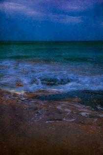 Dusk by the ocean by kbhsphoto
