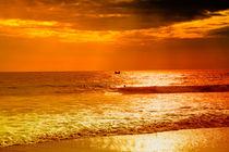 Der Indische Ozean in Rot und Gold von Gina Koch