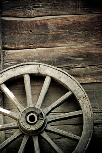 Wheel of wagon von Lars Hallstrom
