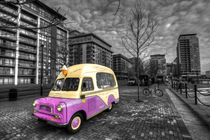 Ice Cream Van by the Docklands von Rob Hawkins