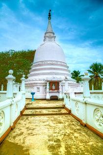 Tempel auf der Tropeninsel Sri Lanka von Gina Koch