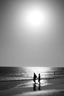 hand in hand- love by Manuela Russo
