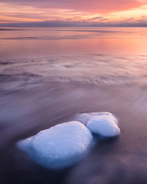Icy stones at sunset von Mikael Svensson