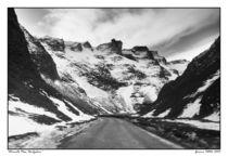 Winnats Pass by Graeme Pettit
