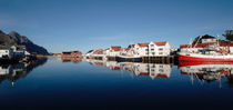 Fishing port in Henningsvaer von Intensivelight Panorama-Edition