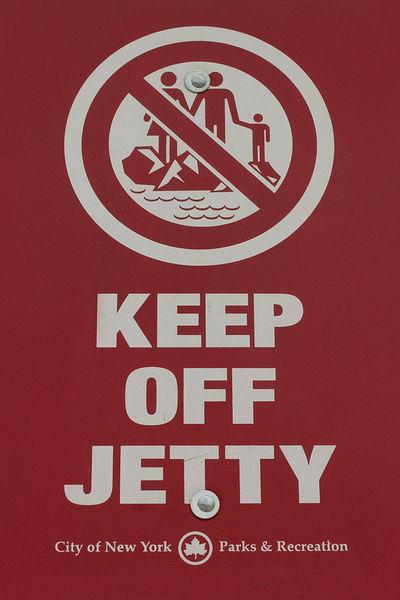 2005-06-29-72dpi-keep-off-jetty-sea-001