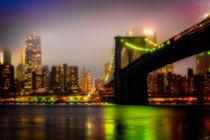 Misty Evening By The Brooklyn Bridge von Chris Lord