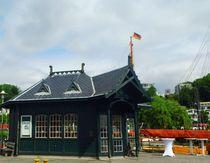 Auf der Landungsbrücke Neumühlen von hamburgart