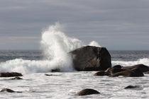Wave breaking over rock von Intensivelight Panorama-Edition